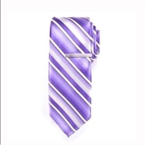 Other - 🎉 Host Pick 🎉 Patterned purple tie with bar set